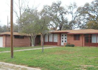 Casa en Remate en Devine 78016 W MOORE AVE - Identificador: 3941563342