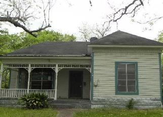 Casa en Remate en Yoakum 77995 HUBBARD ST - Identificador: 3978822226
