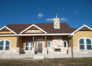 Casa en Remate en La Vernia 78121 TRIPLE R DR - Identificador: 4164082160