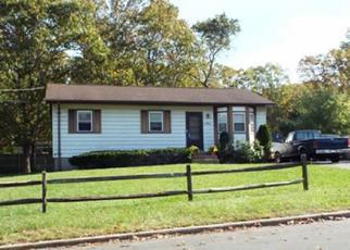 Casa en Remate en Riverhead 11901 SUFFOLK AVE - Identificador: 4246156749