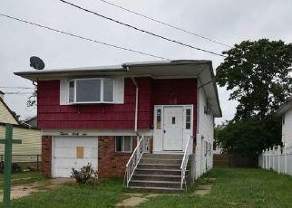 Casa en Remate en Rockville Centre 11570 DEKOVEN ST - Identificador: 4466466871