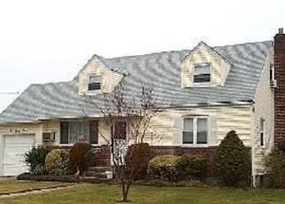 Casa en Remate en East Meadow 11554 GREEN VALLEY RD - Identificador: 4485542828
